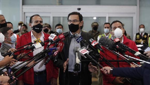El presidente Martín Vizcarra responde a los medios de prensa desde el aeropuerto Jorge Chávez, el pasado lunes 5 de octubre. (Foto: GEC).
