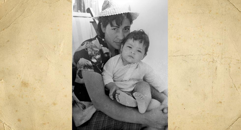 Natividad Calderon Bonet tiene 30 años en esta imagen en la que posa tiernamente  con Ruben, su único hijo. Tiene dos nietos.