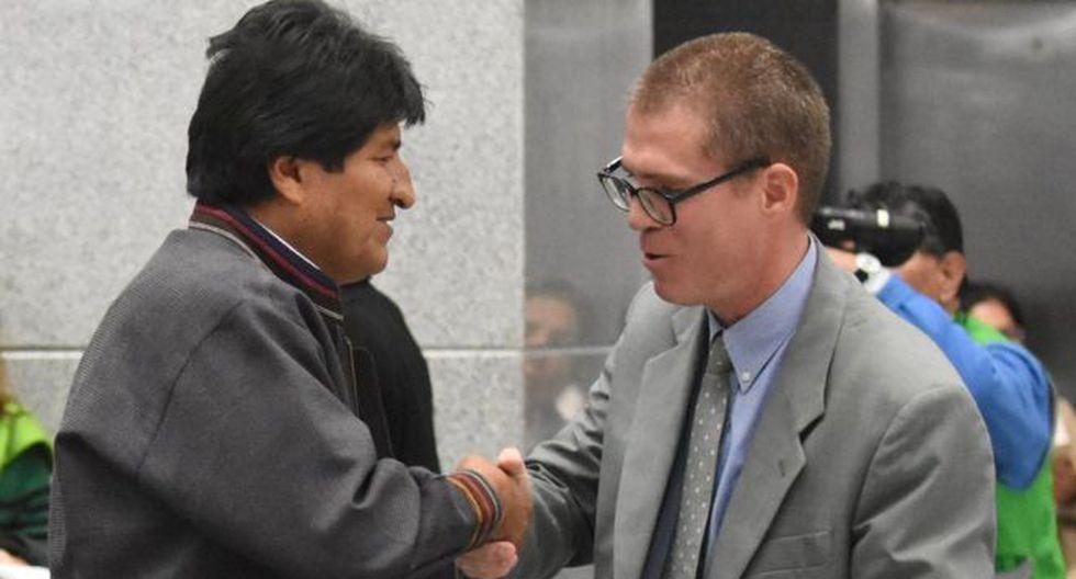 Evo Morales anotó al libro de Hassan Pérez como uno de las cuatro de lecturas fundamentales para las fuerzas de seguridad de su país.