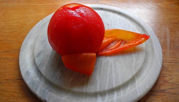 El tomate o jitomate es una de las verduras más difíciles de pelar sin dañar su forma natural. (Foto: Pixabay)