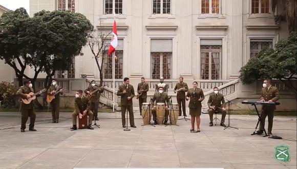 El Orfeón Nacional de Carabineros de Chile rinde homenaje al Perú. (Fuente: You Tube)