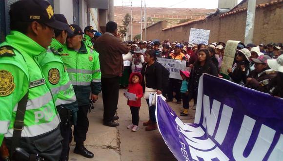 Yanelith fue secuestrada, torturada y obligada a vivir con el cadáver de su hijo. La población de Huancané exige justicia. (Foto: Cortesía)