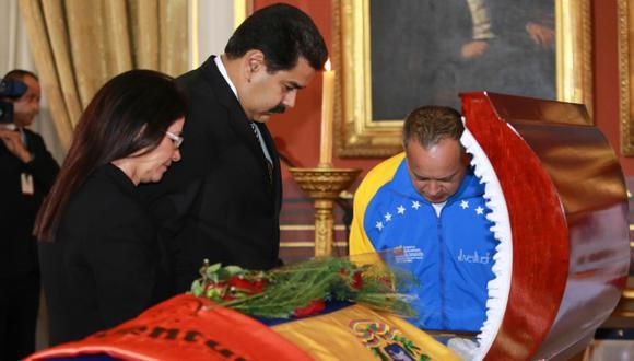 Nicolás Maduro en el velorio de Robert Serra. (Reuters)