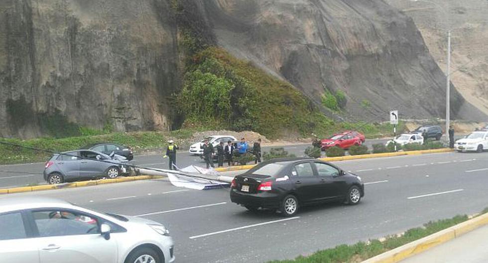 Costa Verde: poste de alumbrado público fue derribado por carro - 3