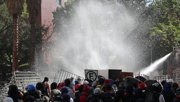 El informe se publicó luego de que diversas organizaciones médicas alertaran de que varios manifestantes habían ingresado en distintos hospitales con quemaduras en la piel fruto del agua. Carabineros rechaza dichas versiones. (Reuters)