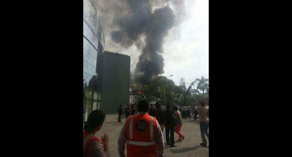 Imágenes del incendio que generó alarma en San Isidro - 7