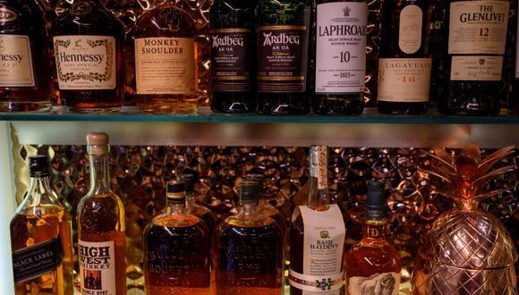 Los problemas de la cadena global de suministro por la pandemia de coronavirus empiezan a afectar al alcohol en Estados Unidos. (ERIC BARADAT / AFP).