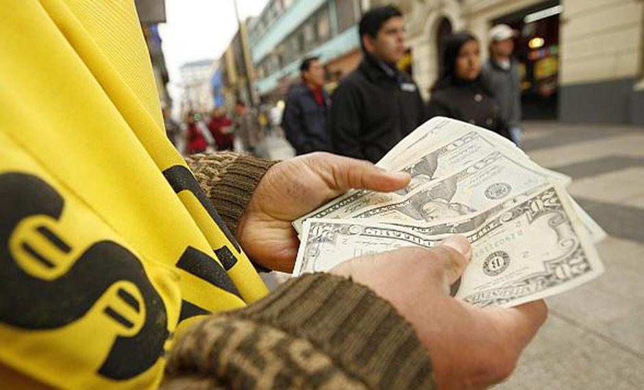 El tipo de cambio se cotizó hoy a 3.310/3.311 soles por dólar en el mercado paralelo. (Foto: USI)