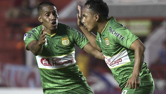 Marcos Lliuya celebra la primera conquista de la eliminatoria en La Paternal. (Foto: AFP)