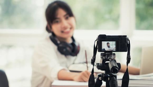 Con una cámara o un teléfono y un buen servicio de internet se puede fácilmente hacer una transmisión en vivo. (Foto: Getty)