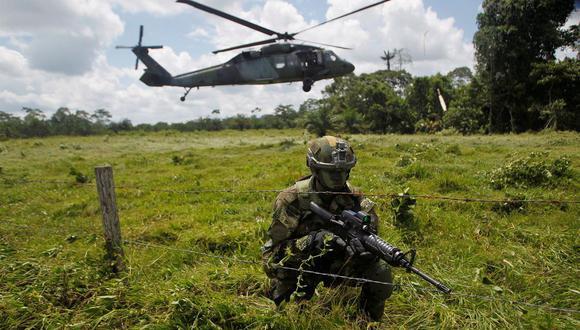 Un soldado colombiano vigilaba la frontera con Ecuador en el departamento de Nariño, Colombia, el año pasado. (Fredy Builes/Reuters).
