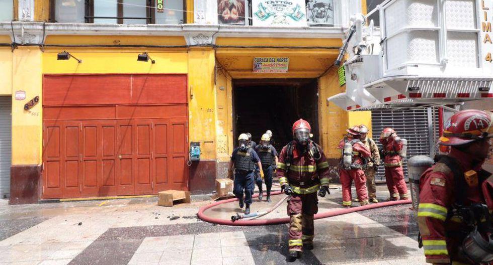 Jr. de la Unión: bomberos sofocaron incendio en casona [FOTOS] - 12