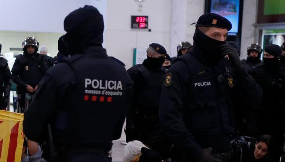Oficiales de los Mossos d'Esquadra, la Policía catalana. (Foto referencial   Pau Barrena   AFP)