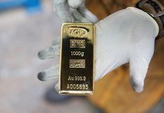 Oro avanza por debilidad del dólar, mientras que disturbios en EE.UU. elevan la demanda