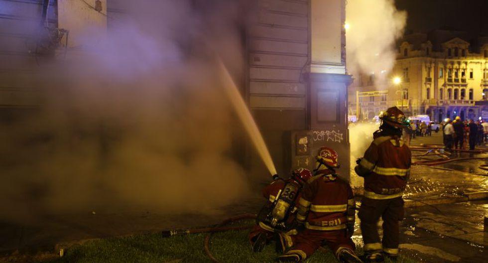 Incendio en plaza Dos de Mayo: así trabajaron los bomberos - 11