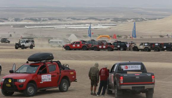 Los pilotos se preparan para entrar a las dunas desde hoy hasta el domingo. (Foto: Lino Chipana / El Comercio)