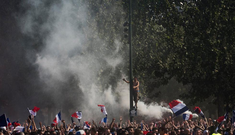 Selección de Francia: Campeón del Mundo recibe calurosa bienvenida en París. (Twitter)
