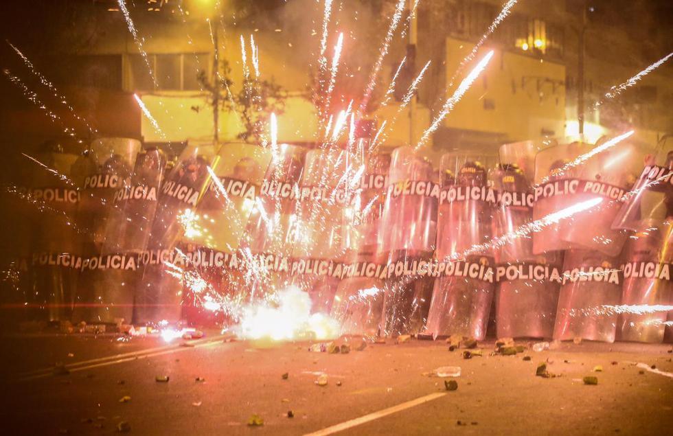 """""""Todas las manifestaciones son peligrosas"""" dice Hugo Curotto (37), dedicado desde hace 8 años al fotoperiodismo. El día de la marcha #14N estuvo en el jirón Abancay, cuando la violencia comenzó. (FOTO: Hugo Curotto)."""