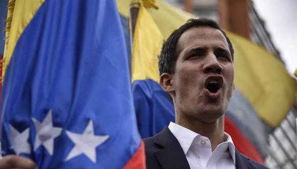 """Juan Guaidó juramentó como presidente encargado de Venezuela evocando 3 artículos de la constitución. José Vicente Haro, especialista en derecho constitucional, explica por qué es """"constitucional y legítimo"""". (Bloomberg)"""