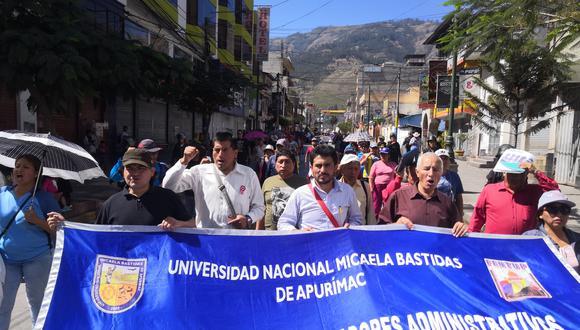 Los manifestantes se movilizaron por las principales calles de Abancay (Foto: Carlos Peña)