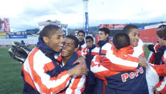 Guizasola celebra con Wilmer Aguirre mientras Paolo Guerrero observa a lo lejos | Foto: GEC