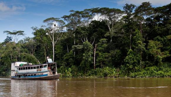 Cadáver de policía abatido por piratas de río llegó a Iquitos
