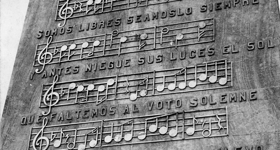 El 17 de setiembre de 1971, Guillermo Ugarte Chamorro, catedrático y director de teatro de la Universidad Nacional Mayor de San Marcos (UNMSM), llevó a un cronista de El Comercio hasta la tumba de Rosa Merino. Los restos de la primera intérprete del Himno Nacional del Perú estaban ubicados en el Cementerio Presbítero Maestro, en el Cercado de Lima. (Foto: GEC Archivo Histórico)