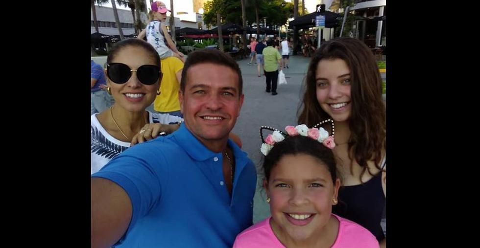 Orlando Fundichely visitó en familia Disney World y Miami Beach. El actor y su esposa, Karina Rivera, tienen dos hijas: Doris y Luciana. (Foto: Instagram)
