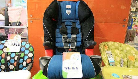 Promulgan ley que obliga usar sillas para bebes en carros