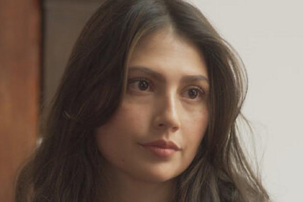 Laura Rodríguez plays Raquel Villegas in