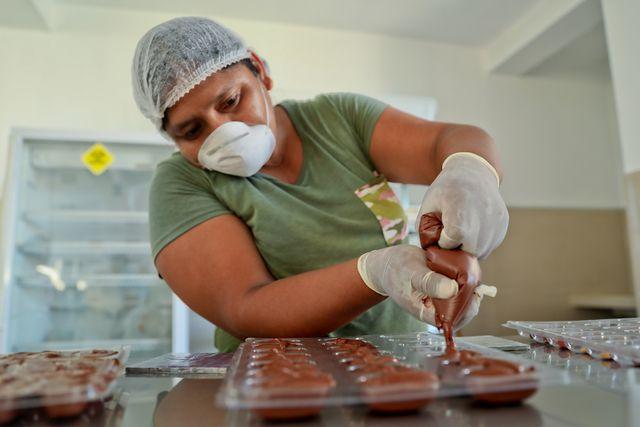 Un emprendimiento chocolatero vendría bien en estos tiempos de pandemia. Investigue, costee y pregunte en el pabellón de proveedores. (Foto: Salón del Cacao y Chocolate)