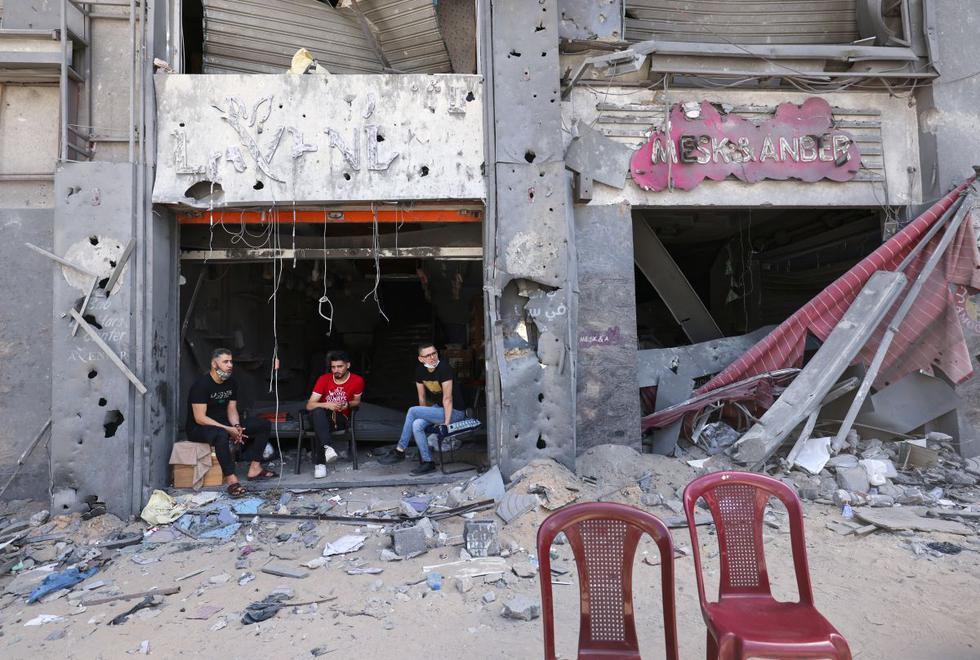 Gaza e Israel viven hoy su segundo día de calma tras el alto el fuego bilateral que entró en vigor el viernes por la madrugada, sin que por ahora se hayan registrado más incidentes violentos que alteren la tranquilidad que va volviendo a la zona. (Texto: EFE / Foto: AFP).