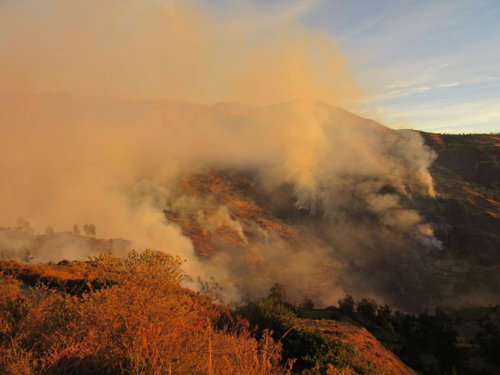 La alta temperatura en la zona habría provocado el fuego en los pastizales en más de diez poblados de Áncash. (Foto: Cortesía / Jacinto Rojas)