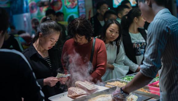 La dueña del restaurante 'Forgive Barbecue' busca contribuir a la integración de las personas con discapacidad del país asiático. (Foto: EFE)