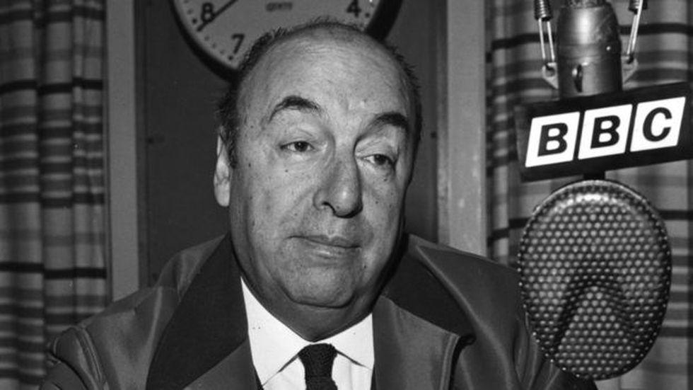 """Según un equipo de forenses internacionales, """"el certificado (de muerte) no refleja la realidad del fallecimiento"""" de Pablo Neruda. (Getty Images vía BBC)"""