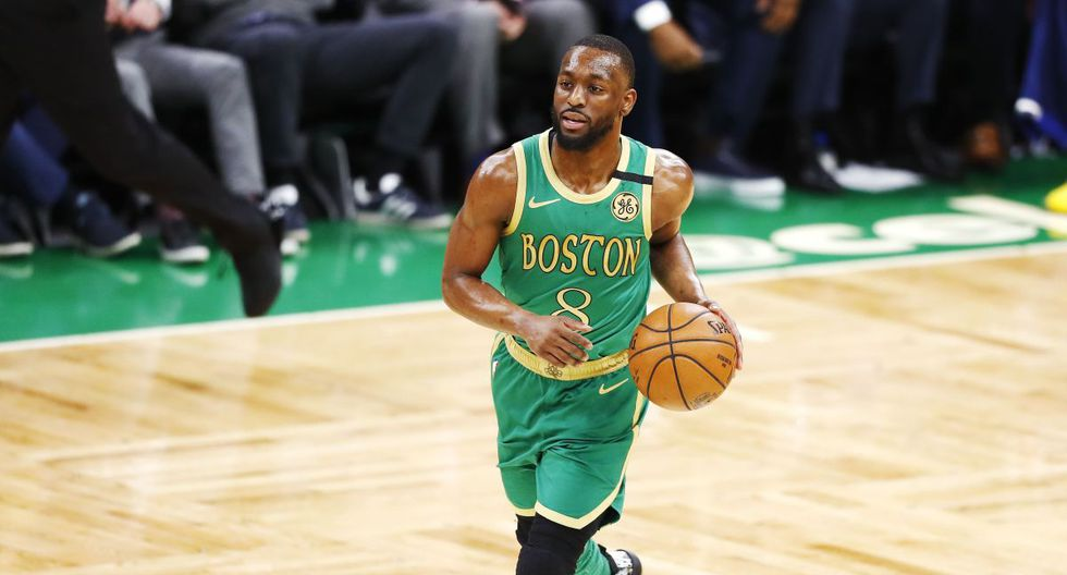 BOSTON, MASSACHUSETTS - JANUARY 30: Kemba Walker #8 of the Boston Celtics brings the ball up court during the second quarter of the game against the Golden State Warriors at TD Garden on January 30, 2020 in Boston, Massachusetts. NOTE TO USER: User expressly acknowledges and agrees that, by downloading and or using this photograph, User is consenting to the terms and conditions of the Getty Images License Agreement.   Omar Rawlings/Getty Images/AFP