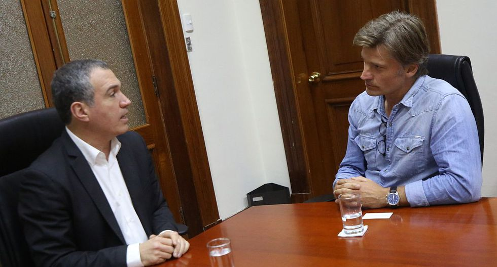 """Nikolaj Coster-Waldau, actor de """"Game of Thrones"""", se reunió con el Primer ministro Salvador del Solar. (Foto: @pcmperu)"""