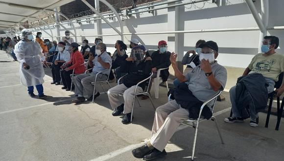 El objetivo del Gobierno es que todos los peruanos mayores de 60 años estén vacunados antes de julio.