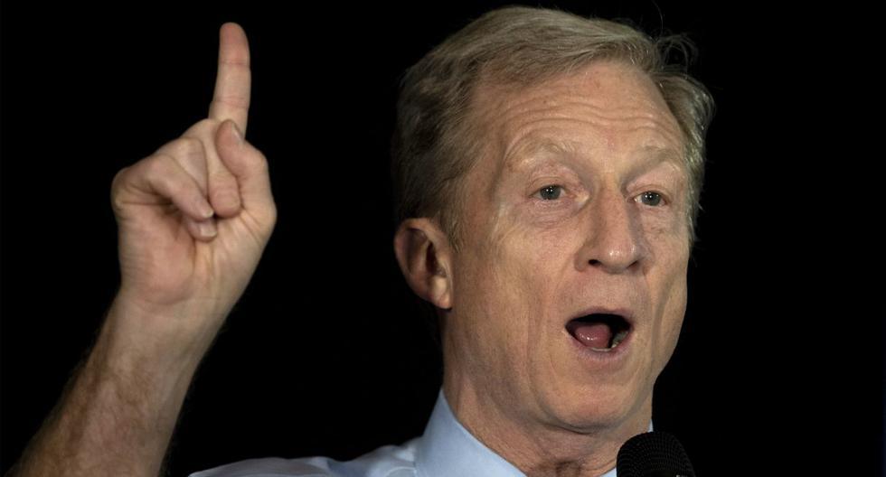 El aspirante presidencial demócrata Tom Steyer hace gestos mientras habla durante una reunión en el ayuntamiento en Myrtle Beach. (AFP).