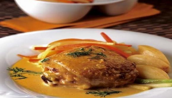 Pollo a la mostaza con papas olivette y juliana de legumbres