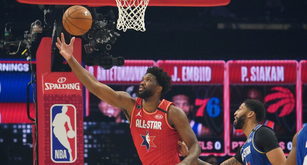 Feb 16, 2020; Chicago, Illinois, USA; Team Giannis center Joel Embiid of the Philadelphia 76ers reaches for the ball against Team LeBron forward Anthony Davis of the Los Angeles Lakers in the first quarter during the 2020 NBA All Star Game at United Center. Mandatory Credit: Kyle Terada-USA TODAY Sports