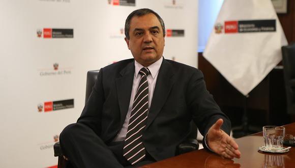 El ministro de Economía, Carlos Oliva, durante una entrevista con este Diario, el pasado 29 de agosto. (Foto: Hugo Pérez/El Comercio).