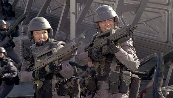 """Fue en noviembre de 1997 que """"Starship Troopers"""" se estrenó en los cines de Estados Unidos y se transformó en una cinta de culto.  (Foto: Captura de YouTube)"""