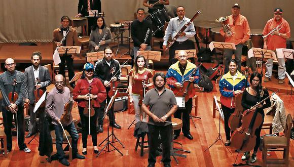 Músicos venezolanos radicados en el Perú integran la orquesta Sinfónika, formada hace unos meses en nuestro país. (Juan Ponce)