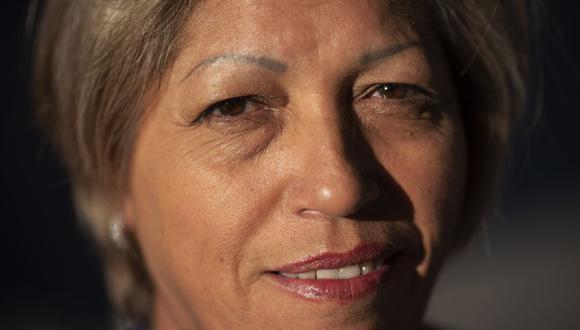 Norma Flores, de 54 años, posa para un retrato en su casa en Henderson, Nevada. (AP/Wong Maye-E).