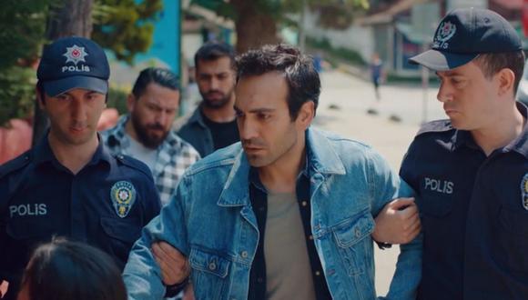 El momento en el que Demir es arrestado tras haber sido acusado de robo. La pequeña Öykü ve a su padre cómo se lo llevan los agentes, provocando su llanto y desesperación (Foto: Mi hija / Med Yapım)