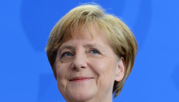 La canciller alemana, Angela Merkel, sonríe durante una conferencia de prensa conjunta con el primer ministro de Moldavia en Berlín el 10 de julio de 2014. (AFP PHOTO / JOHN MACDOUGALL).