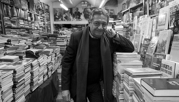 Eloy Jáuregui ha publicado más de 25 libros. El último que preparaba era uno de crónicas sobre la pandemia. (Foto: Jesús Raymundo, cedida por Eloy Jáuregui).