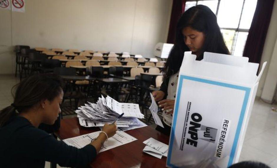 Los avances de la ONPE sobre los resultados del referéndum. (Foto: César Campos)
