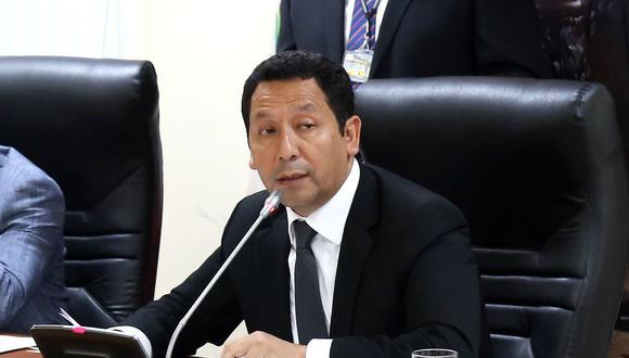 El congresista Clemente Flores, de Peruanos por el Kambio, presentó su renuncia al partido pero seguirá siendo parte de la bancada. (Foto: Congreso de la República)